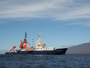 El barco científico Poseidón, en aguas de El Hierro. /MaikeNicolai-GEOMAR.